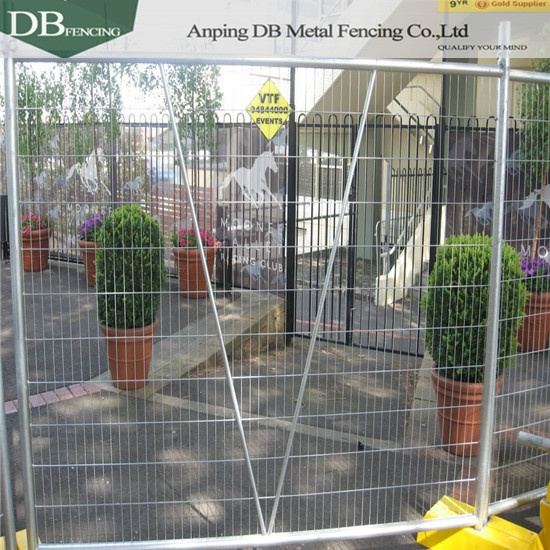Portable Fencing Panels OD32mm Infilled Mesh 4.0 x 60 x 150mm for Melbourne Market