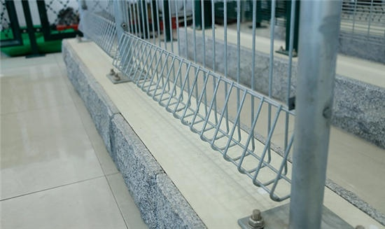 Strong practical 1.5 * 2.5m Roll Top Fence use to New Zealand Schools