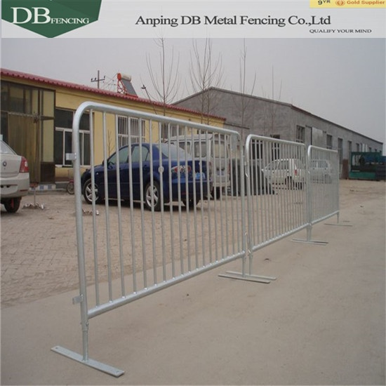 Security steel barricades with sturdy flat feet bases