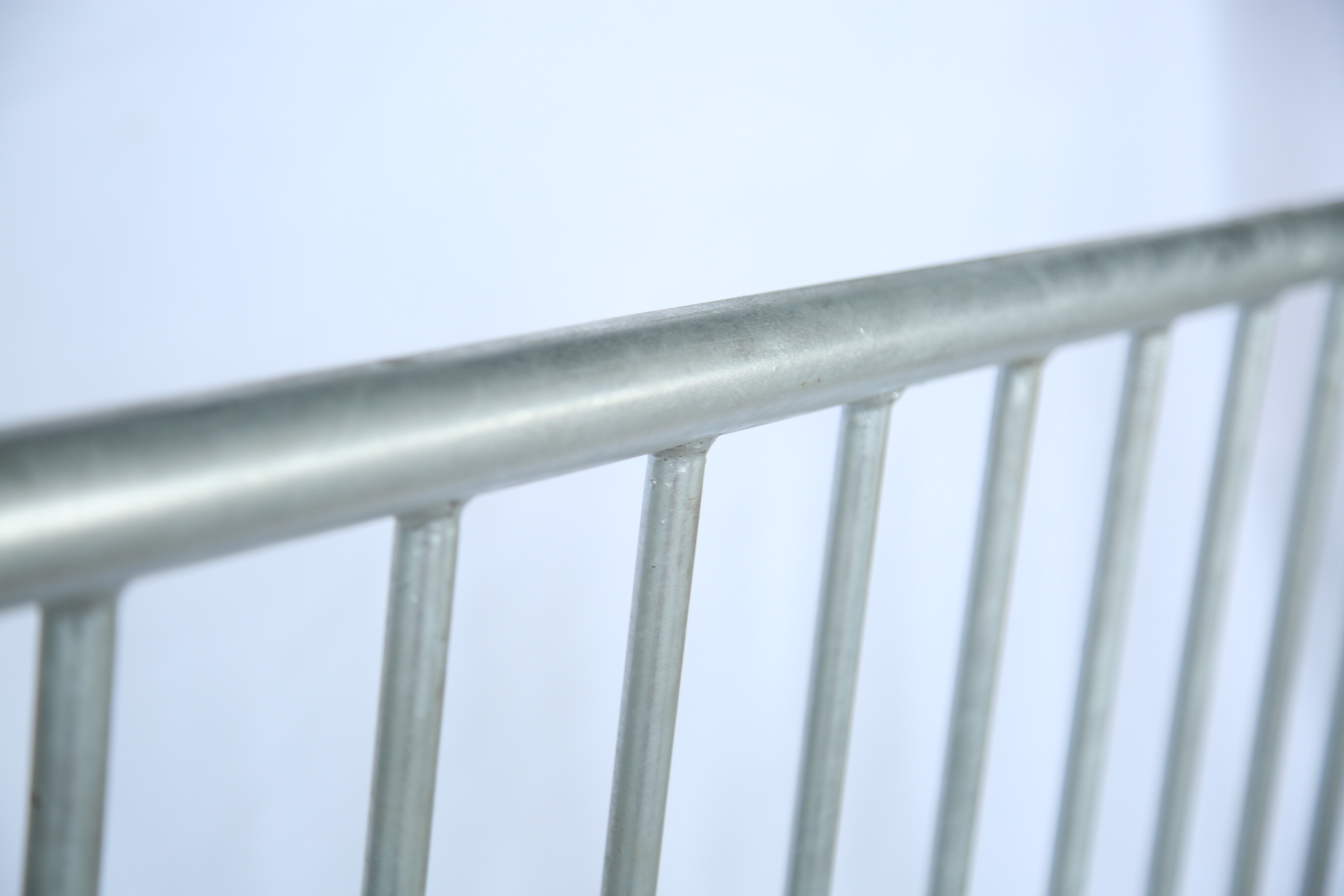 The upright infilled tube is fulled welded onto the frame tube