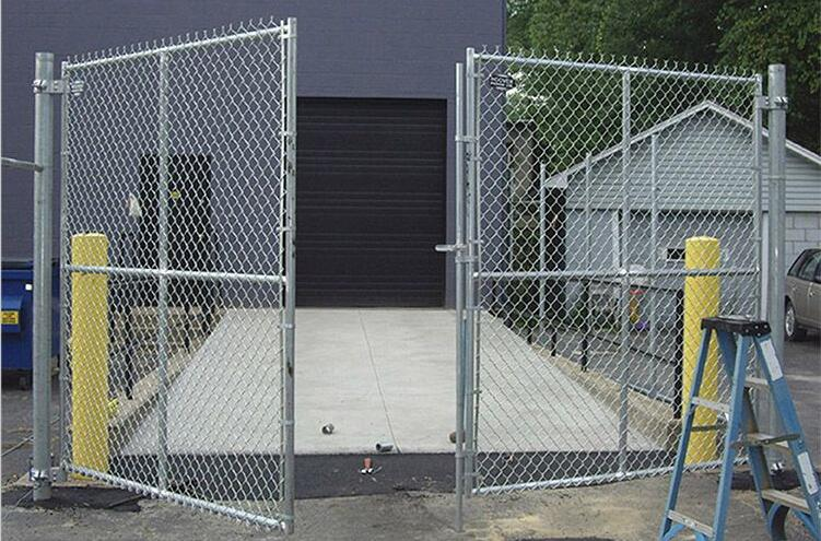 swing gate of temporary chain link fence