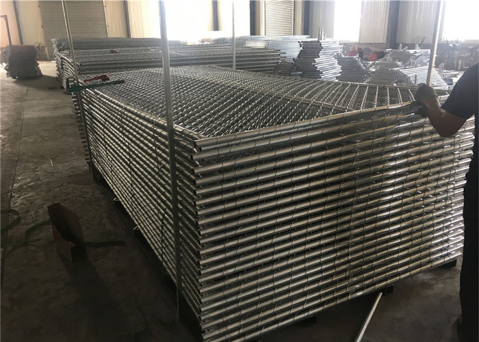 temporary chain link fence panels packed into steel pallet tightly