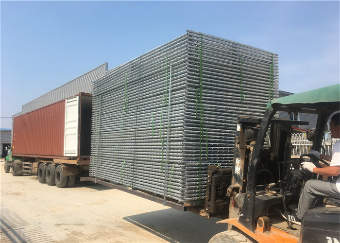 temporary chain link fence loaded into container